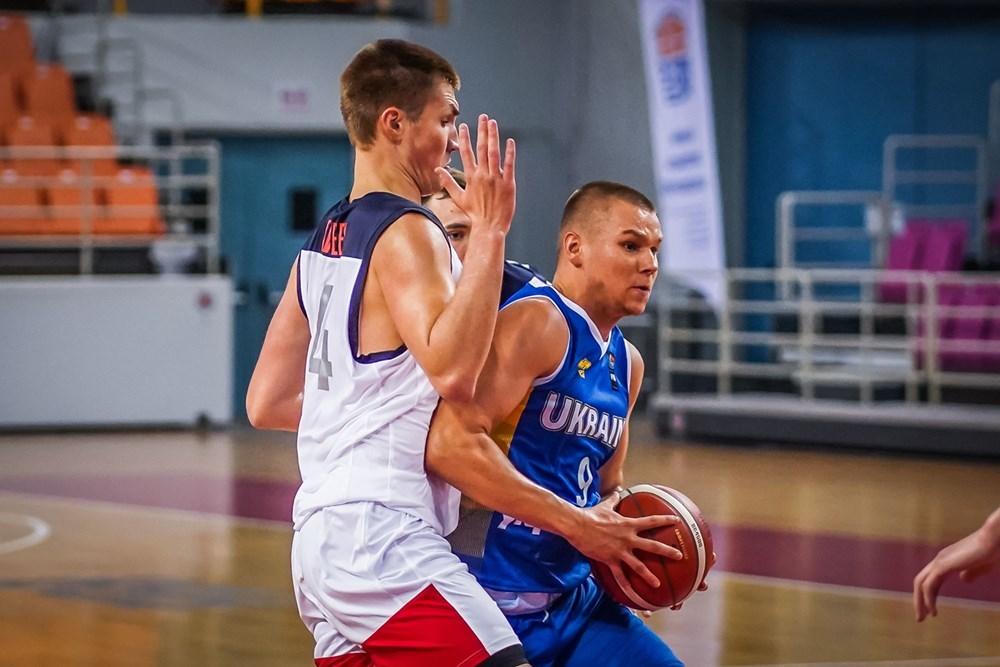 Збірна України втретє поспіль не змогла виграти матч на Єврочеленджері: фотогалерея