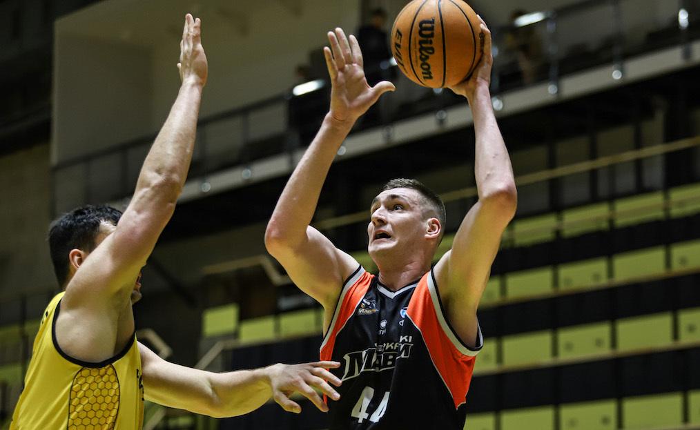 Центровий збірної України продовжить кар'єру в Київ-Баскеті