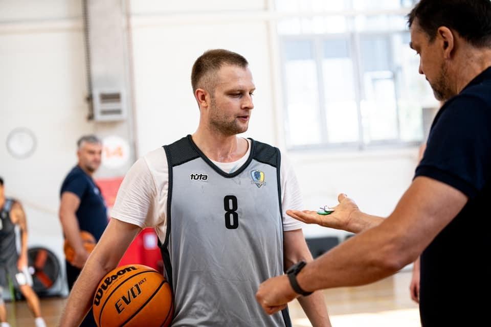 Будівельник підписав короткостроковий контракт із Романом Козловим