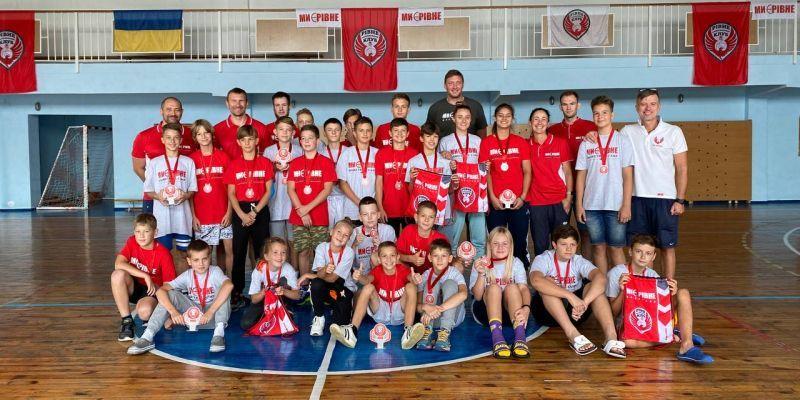 У Рівному відбувся дитячий баскетбольний табір