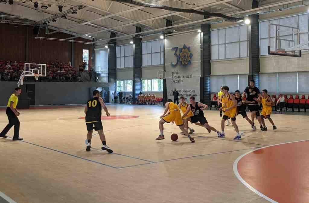 У Бучі в новому залі Академії спорту вперше зіграли в баскетбол
