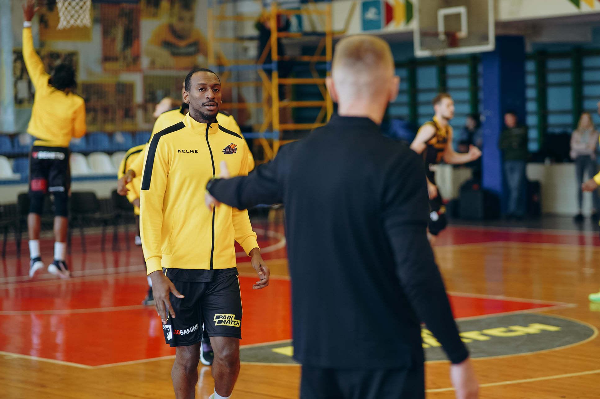 Суддя Борис Рижик провів консультацію гравцям та тренерському штабу Київ-Баскета