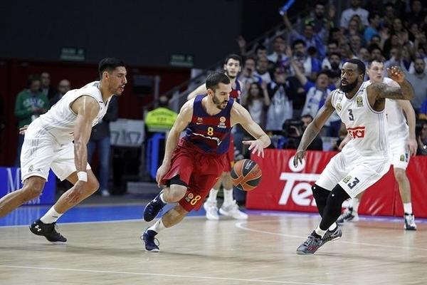 Барселона перемогла Реал у іспанському дербі: відео