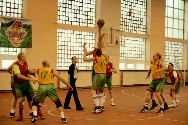 У Мукачеві відбувся баскетбольний турнір серед ветеранів
