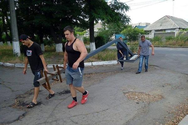 Школи Миколаєва отримали нові баскетбольні стійки