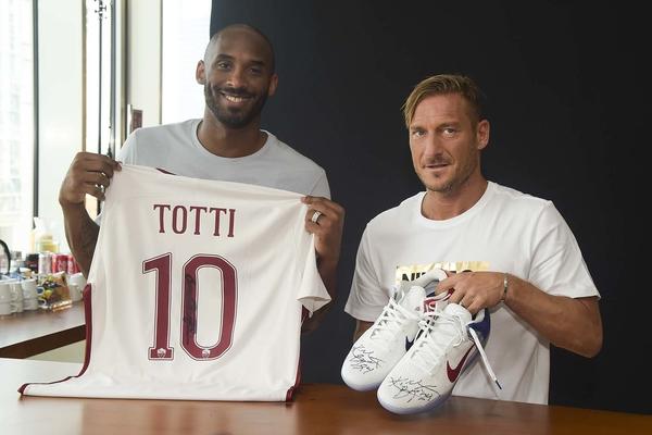 Легенди НБА та футболу зустрілися в Мілані: фотогалерея