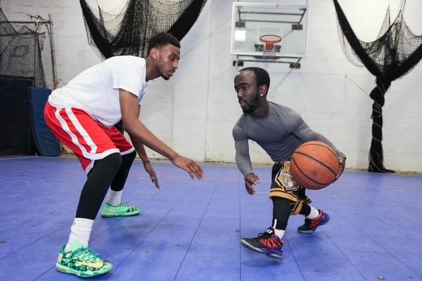 Карликовий баскетболіст вразив майтерністю
