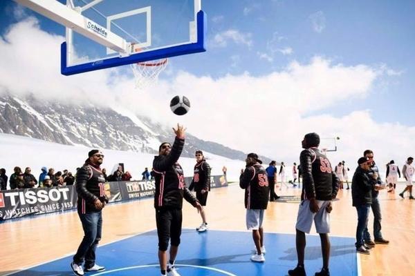 Зірка НБА організував баскетбольний матч в Альпах: фотогалерея